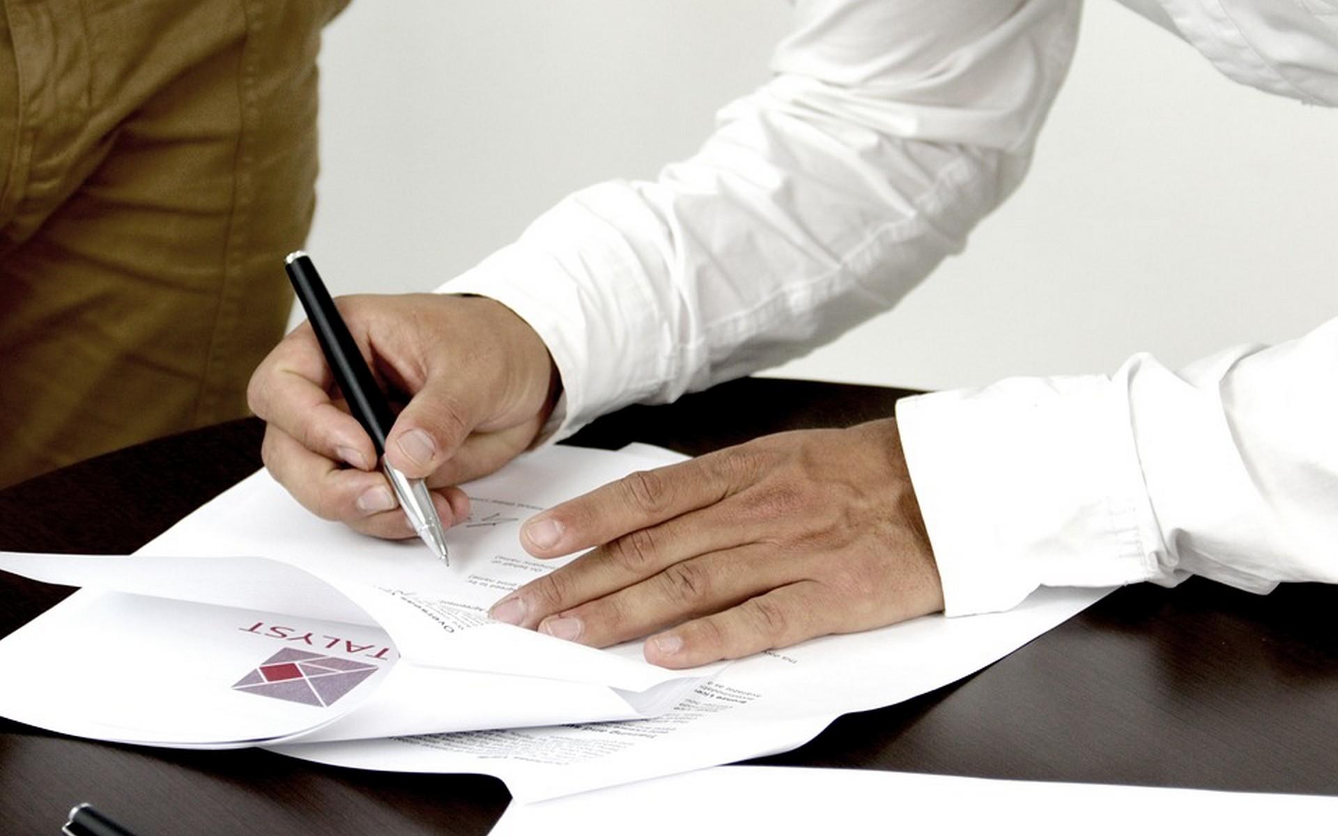Signing leasehold documentation
