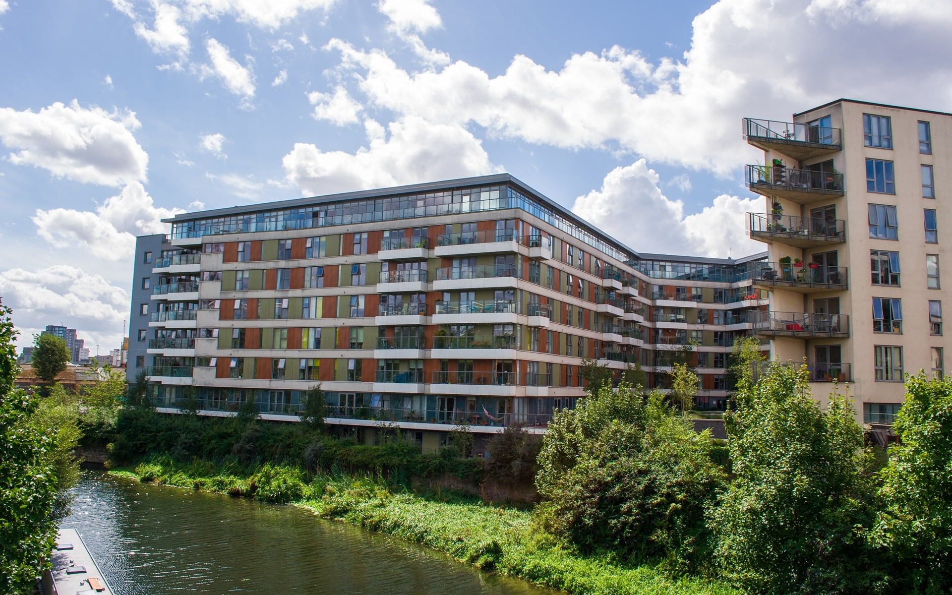 417 Riverside E3 pictured from the opposite bank of the River Lea